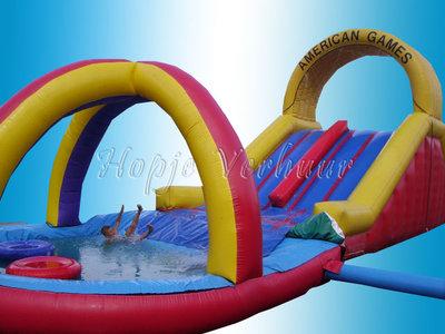 Tobbedansbaan met zwembad en 2 bootjes